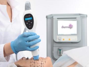 <b>Neķirurģiska ādas nostiepšana</b> bez rehabilitācijas perioda. <i>Par <b>Thermage CRT</b> metodiku stāsta dermatoloģe Jeļena