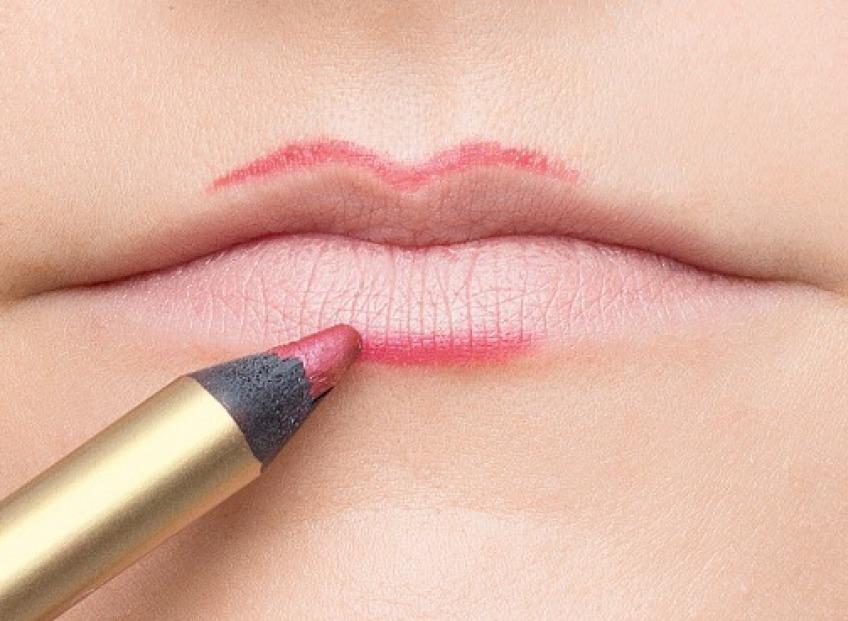 Laimē nevainojamas lūpas ar Shiny Silk permanento grimu!