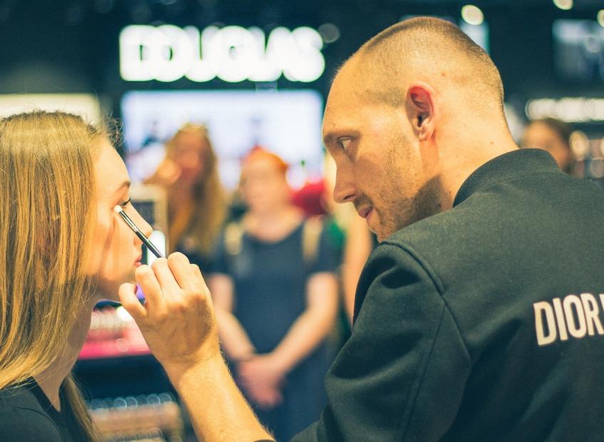 <b>Dior Backstage</b>: универсальный бьюти кейс
