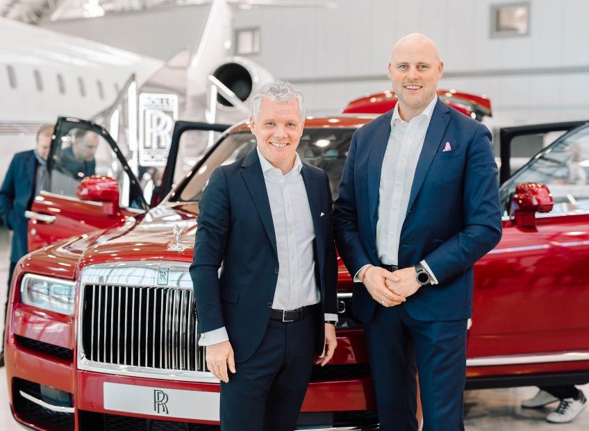 Latvijā prezentēts jaunais luksus sporta apvidus auto <b>Rolls-Royce Cullinan</b>