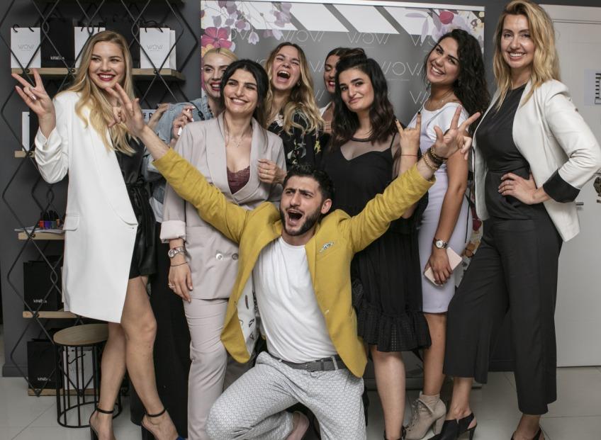Ar stilīgu ballīti atzīmē armēņu uzņēmēju skaistumkopšanas salona Wow Beauty Lounge gada jubileju