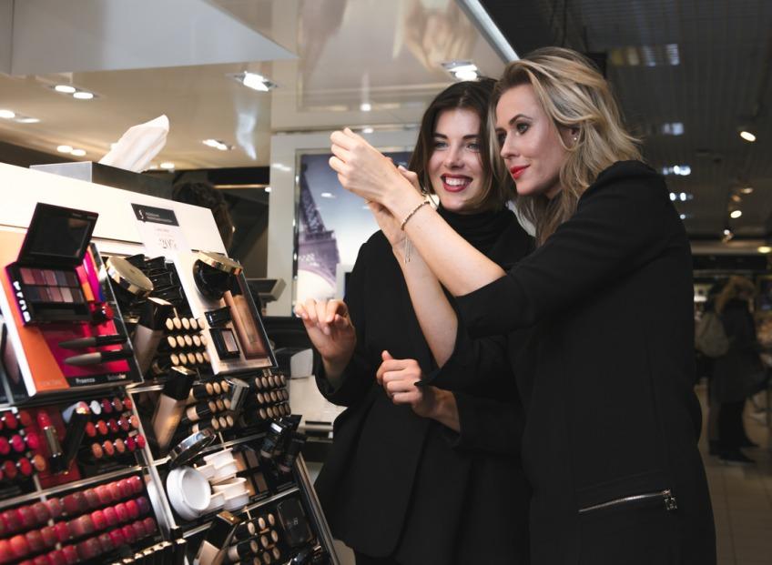 Известные в обществе дамы поделились секретами красоты и приняли участие в совместной фотосессии