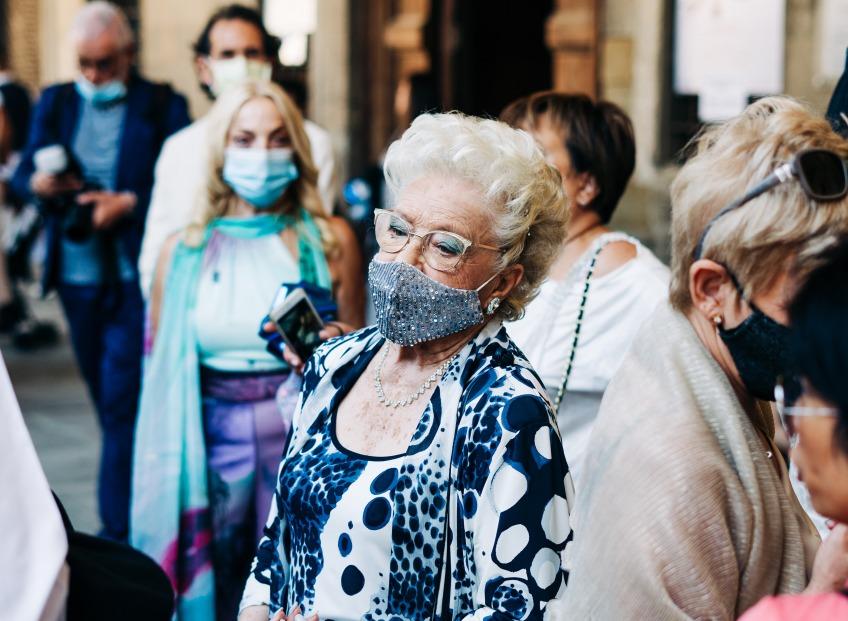 Директор Национального института аллергии и инфекционных заболеваний США говорит, что люди будут носить маски всегда.