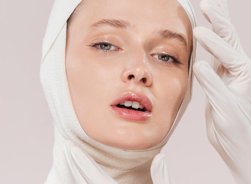 Липомоделирование лица с пластическим хирургом, <b>др. Янисом Гилисом</b>.
