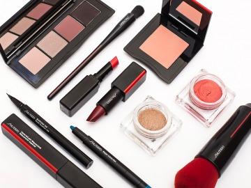 <b>Shiseido</b> Rudens/Ziema 2018—2019: <i>18 līdzekļi un 118 toņi</i>