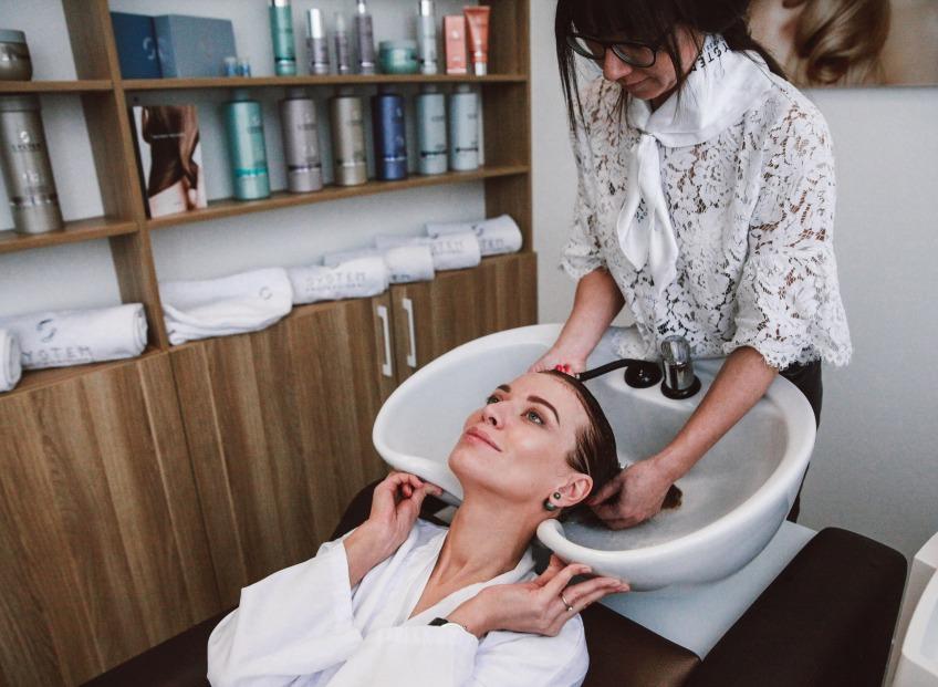 За красоту волос отвечает ENERGYCODE. В тестировании принимали участие: Ольга Асмыкович, Агния Норвеле и Илья Булычев